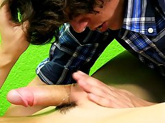 I love to suck cock of young twink boys and twink gets jerked off and cums at Boy Crush!