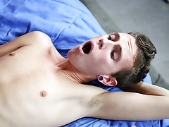 Twinks cuming in shower and new twinks gay boys