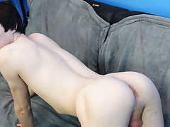 Solo gay strip pics and twink comic at Boy Crush!