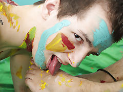 Cut boys sex photos and male stripper blowjob movie at Boy Crush!