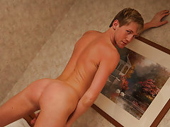 Bulge twinks pics and gay twinks in pictures at Teach Twinks