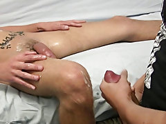 He holds that schlong straight and orders Tony to fuck his hand and he does moaning as he does free videos of straight guy