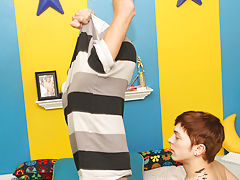 Free teen twink blow and cut gay boy pic at Boy Crush!